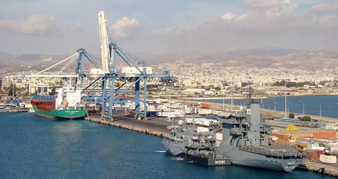 hios-isimli-tank-cikarma-gemisi-limasol-limani'na-yanasti.jpg
