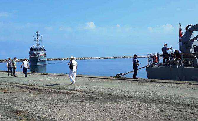 hopaportu_askeri_gemiler_ziyaret_etti_14.jpg