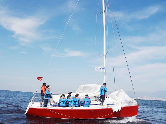 izmir-korfezi'nde-tekneler-denize-acildi_3.jpg