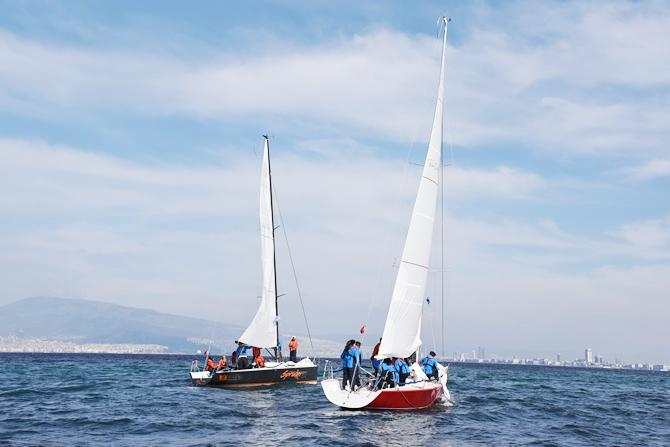 izmir-korfezi'nde-tekneler-denize-acildi_4.jpg