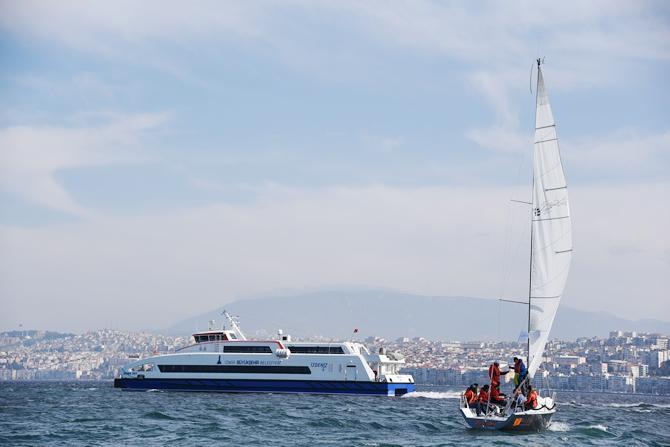 izmir-korfezi'nde-tekneler-denize-acildi_6.jpg