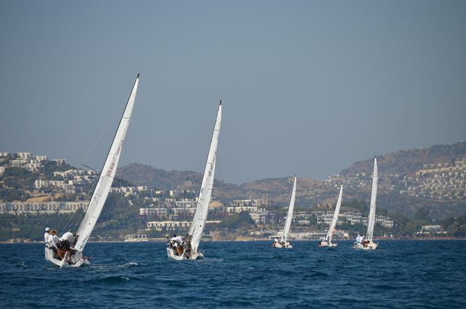 j70-turkiye-sampiyonasi'nda-yelkenler,-d-marin-turgutreis'de-acildi_1.jpg