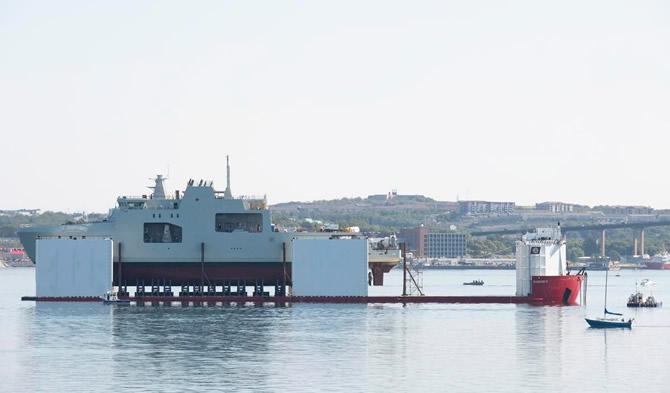 kanada'nin-ilk-arktik-devriye-gemisi-suya-indirildi_1.jpg