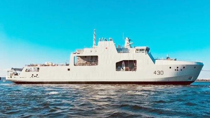 kanada'nin-ilk-arktik-devriye-gemisi-suya-indirildi_3.jpg