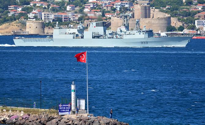 kanada_askeri_gemisi_3.jpg