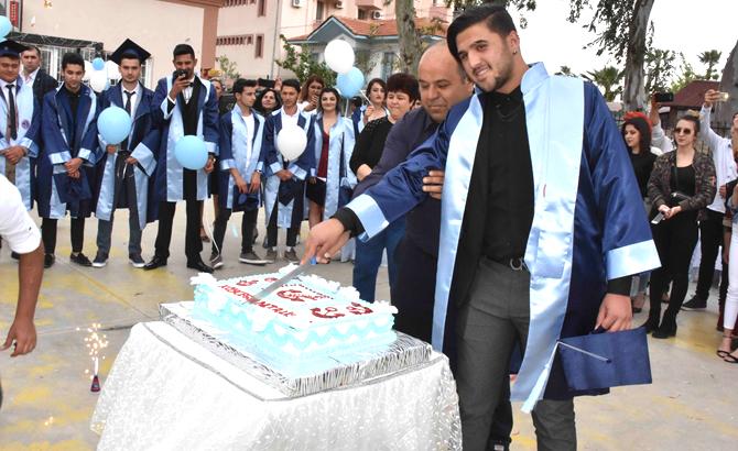 kulaclar_diploma_icin_atildi_5.jpg