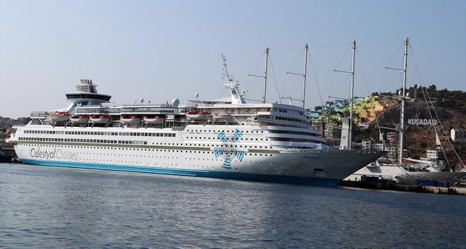 kusadasina-iki-kruvaziyer-gemisiyle-2-bin-250-turist-geldi_2.jpg
