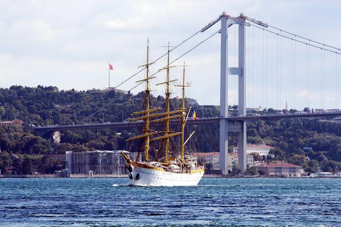 nava-scoala-mircea,-istanbul-bogazindan-gecti_2.jpg