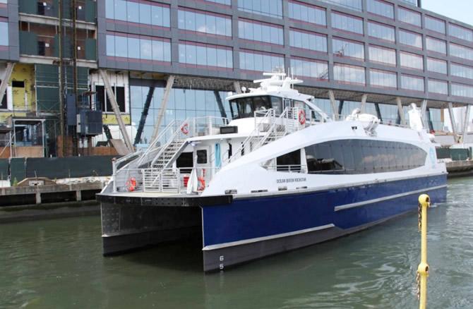 nyc-ferry,-'mf-ocean-queen-rockstar'i-filosuna-ekledi_1.jpg