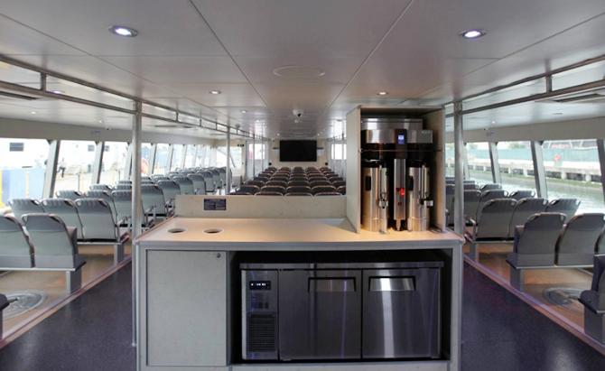 nyc-ferry,-'mf-ocean-queen-rockstar'i-filosuna-ekledi_3.jpg