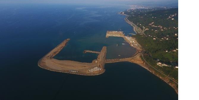 rize_artvin_havalimani_nda_denize_gunde_80_bin_ton_tas_dokuluyor.jpg