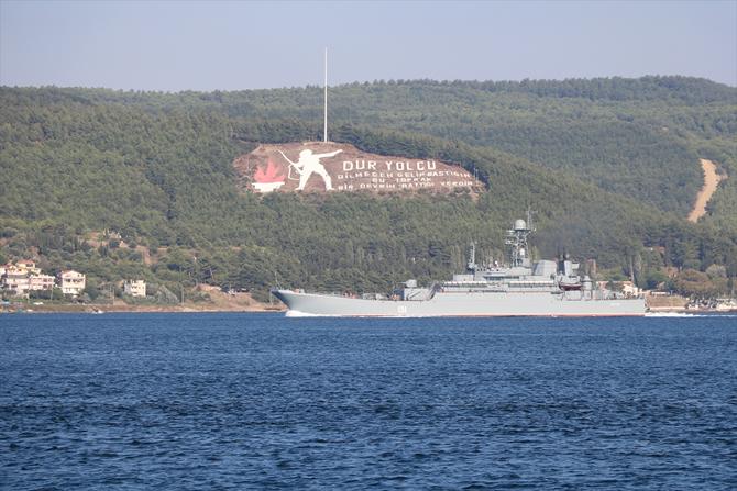rus-askeri-gemisi-canakkale-bogazindan-gecti_1.jpg