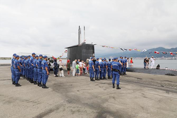 tcg-preveze-denizaltisi-rize-limanina-yanasti.jpg