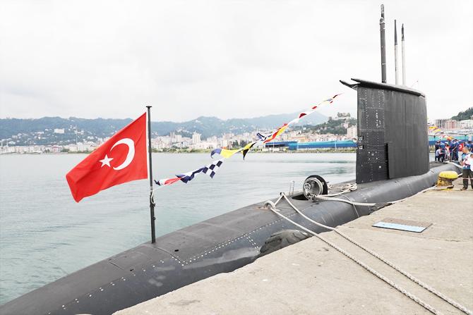 tcg-preveze-denizaltisi-rize-limanina-yanasti_2.jpg