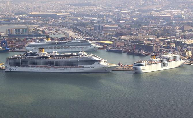 turk_limanlari_kruvaziyer_gemilerini_bekliyor_1-001.jpg
