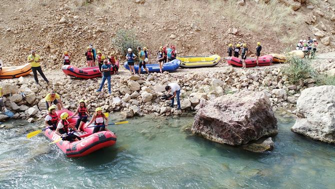 turkiye-rafting-sampiyonasinda-heyecan-devam-ediyor_0.jpg