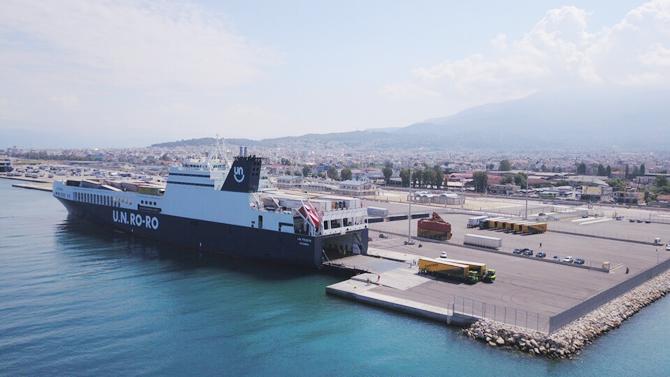 u.n.-ro-ro-ile-yunanistan'in-patras-limani'nda-turk-bayragi-dalgalaniyor_2.jpg