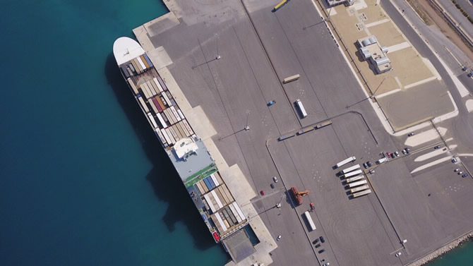 u.n.-ro-ro-ile-yunanistan'in-patras-limani'nda-turk-bayragi-dalgalaniyor_3.jpg