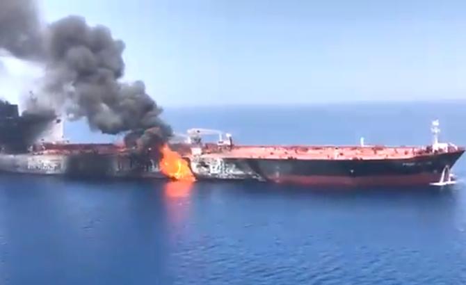 umman_denizi_tanker_patlama_12.jpg