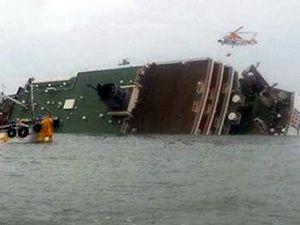 Güney Kore'de yolcu gemisi battı