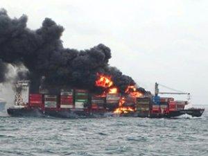 X-Press Pearl isimli gemi yanmaya devam ediyor